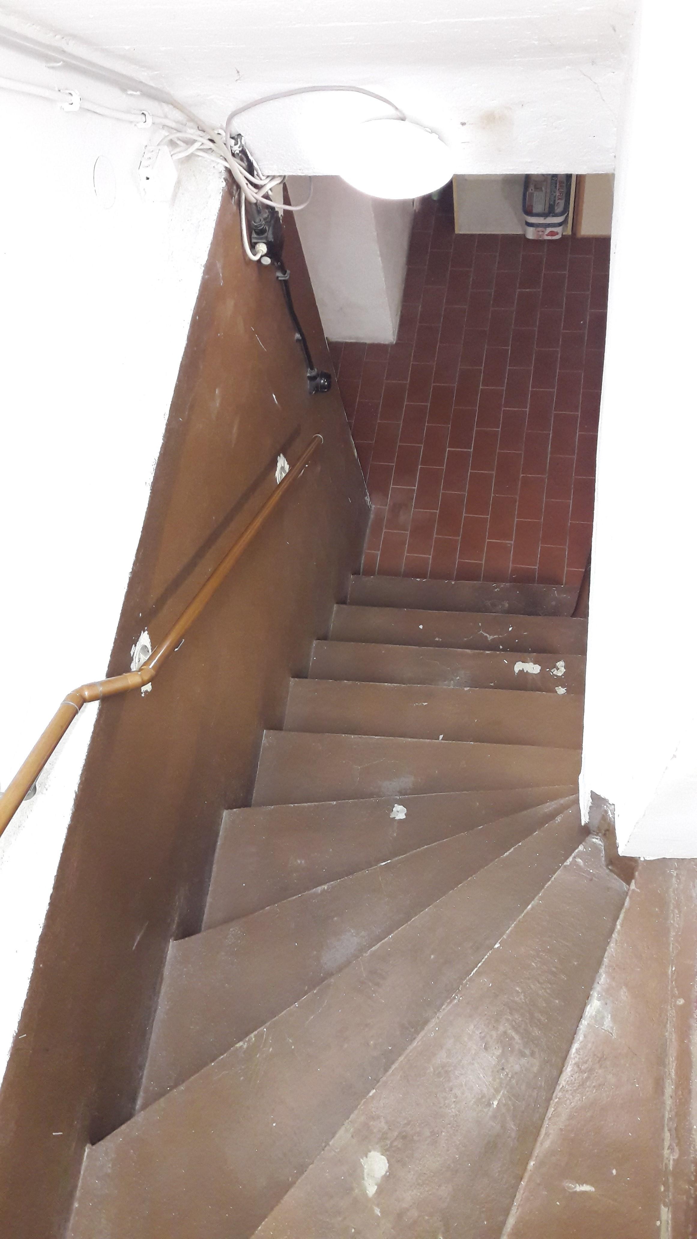 44.Kellertreppe-vorher-2